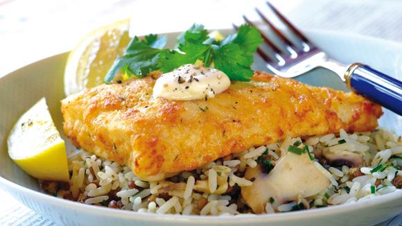 Receita Filetes dourados com arroz de salsa e cogumelos