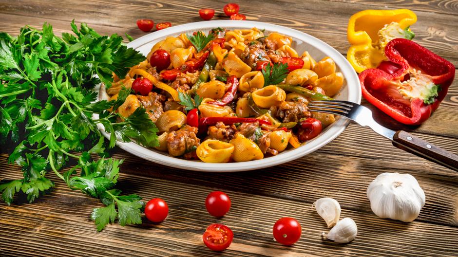 Спагетти с охотничьими колбасками рецепт с фото