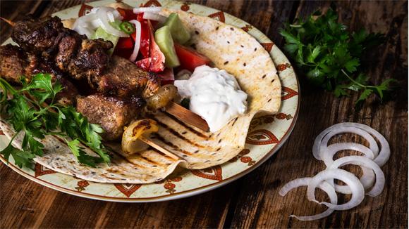 Сувлаки с Греческим салатом и соусом Дзадзики