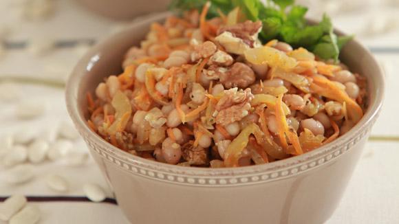 Фасоль с овощами и грецкими орехами