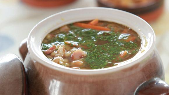 Фасолевый суп с копченым окороком