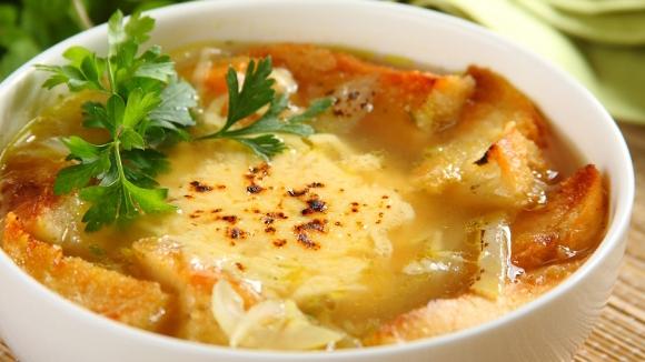 Французский луковый суп с тостами