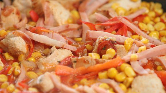 Индейка с перцем и кукурузой