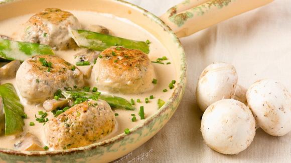 Куриные тефтели под соусом с грибами