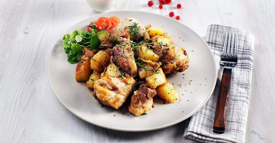 Курица с картошкой с брусничным соусом