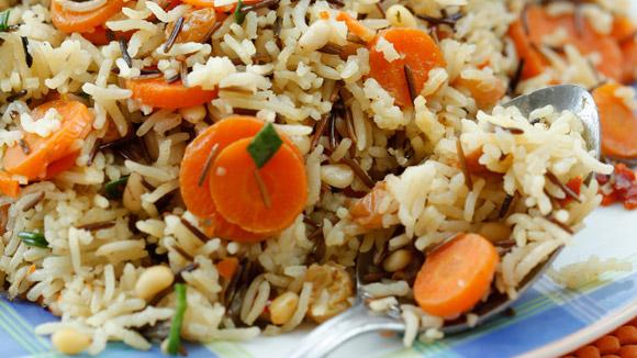 Рис сморковью, изюмом иорехами