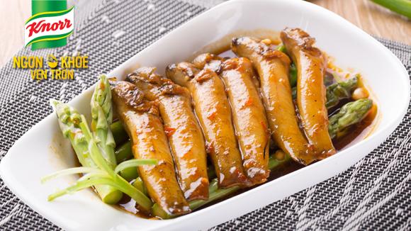 Cá bống kho với măng tây