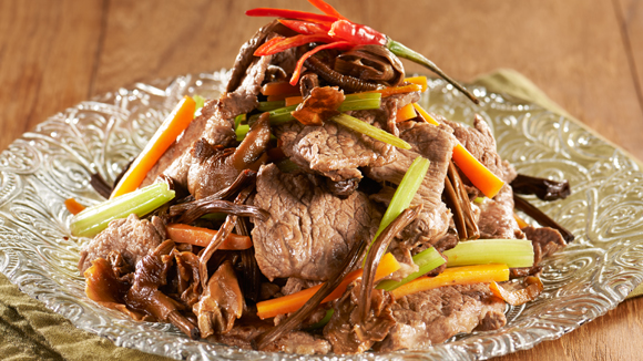 茶樹菇芹菜炒牛肉