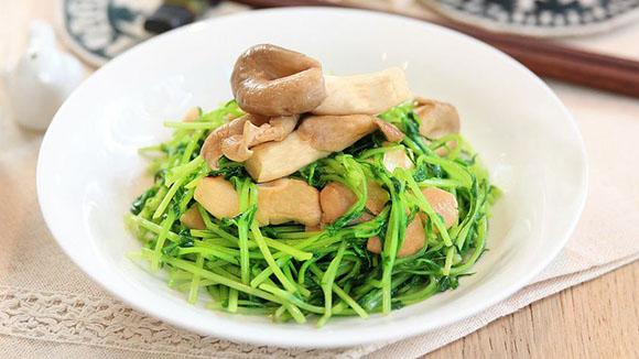 鮑魚菇炒豆苗