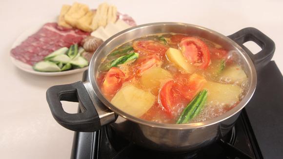 蕃茄薯仔湯底