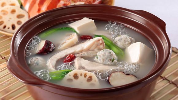 馬蹄蓮藕鮮魚火鍋