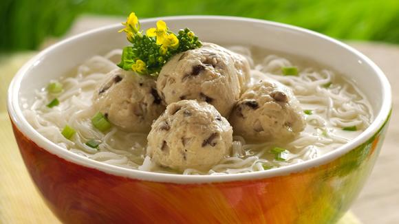 冬菇雞肉丸湯米粉