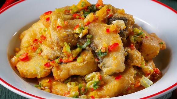 金沙炒魚片