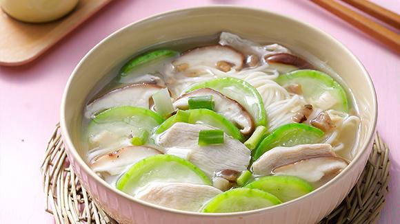 雞蓉絲瓜湯麵