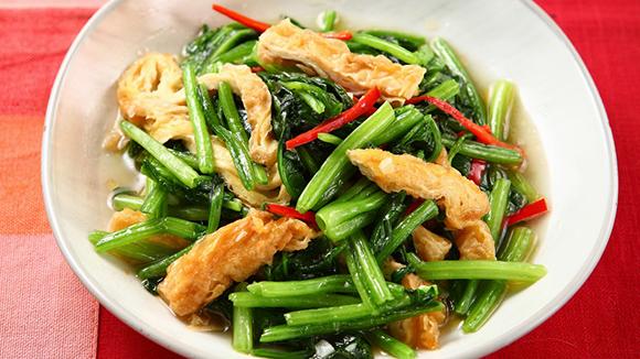 豆皮炒菠菜