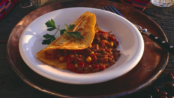Gefüllte Palatschinken mit Chili con carne