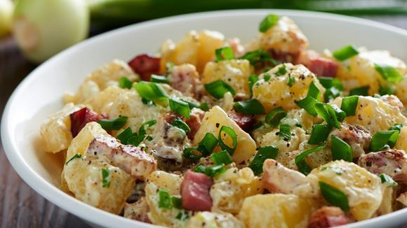 Wintersalat mit Speck und Kartoffeln