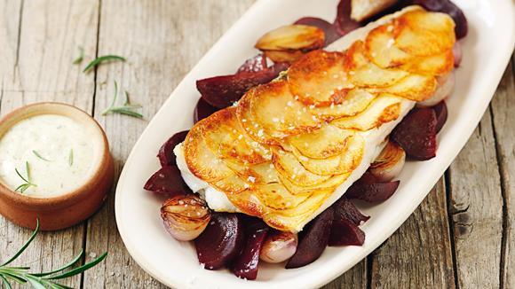 Zander in Kartoffelkruste mit roten Rüben