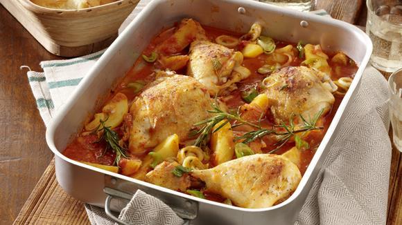Hühnerkeulen mit Karotten, Frühlingszwiebeln und Fisolen