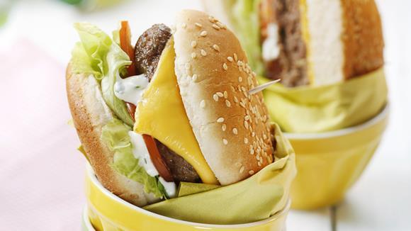KNORR Kids Burger: Hamburger mit Tomaten und Salat