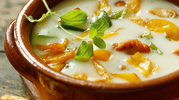 Knoblauch-Paprika-Suppe mit Huhn