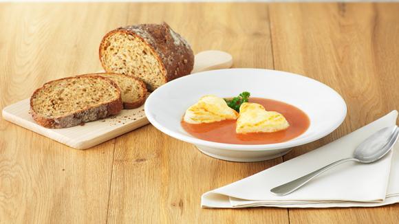 Tomatensuppe mit Käse-Blätterteig-Herzli