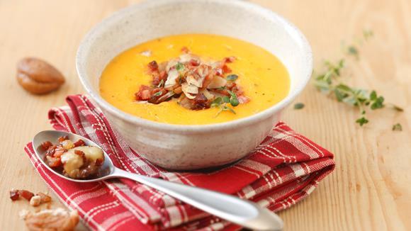 Kürbissuppe mit Marroni & gebratenem Speck