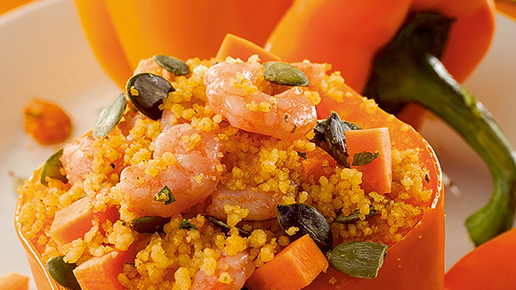 Gevulde oranje paprika met couscous en Noorse garnalen