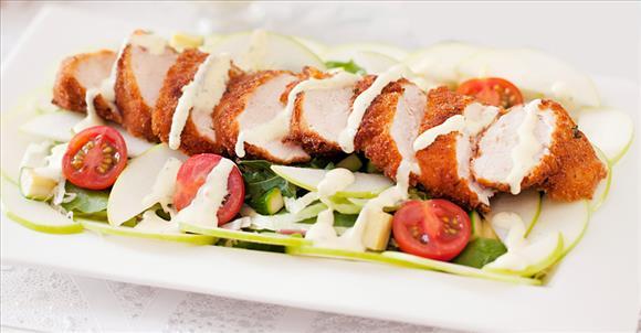 Нежный салат с золотистой курочкой