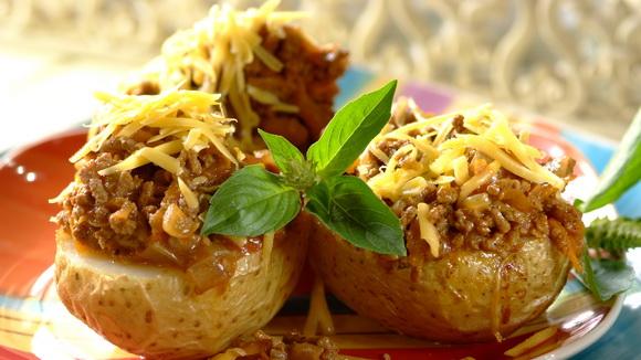Картошка фаршированная мясом и луком пореем