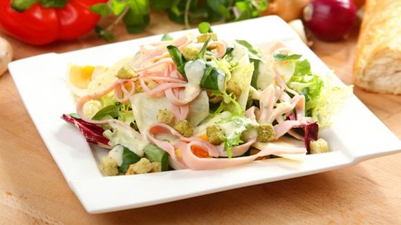 Яичный салат светчиной